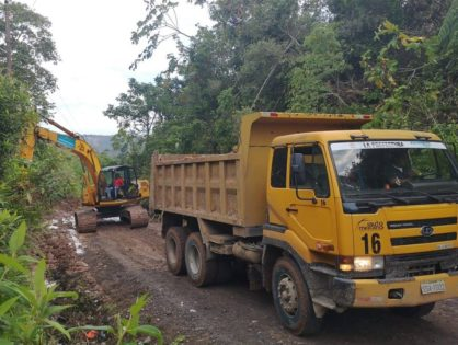 El Gobierno Provincial de Pastaza informa que al momento se encuentra habilitada, en un solo carril, la vía Chuwitayo-Chapintza