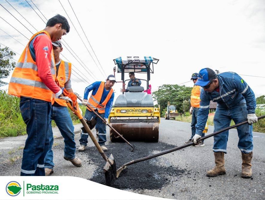 Inicio de colocación de asfaltado en zonas criticas del tramo vial Puyo - Traqui - Madre Tierra