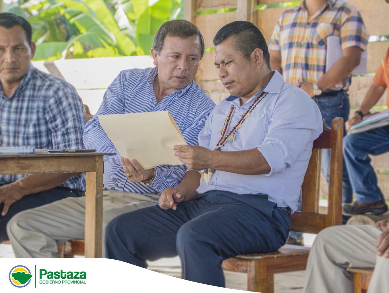Reunión con los habitantes de la Comunidad Shiwacocha sobre la construcción de la  vía Arajuno-Shiwacocha