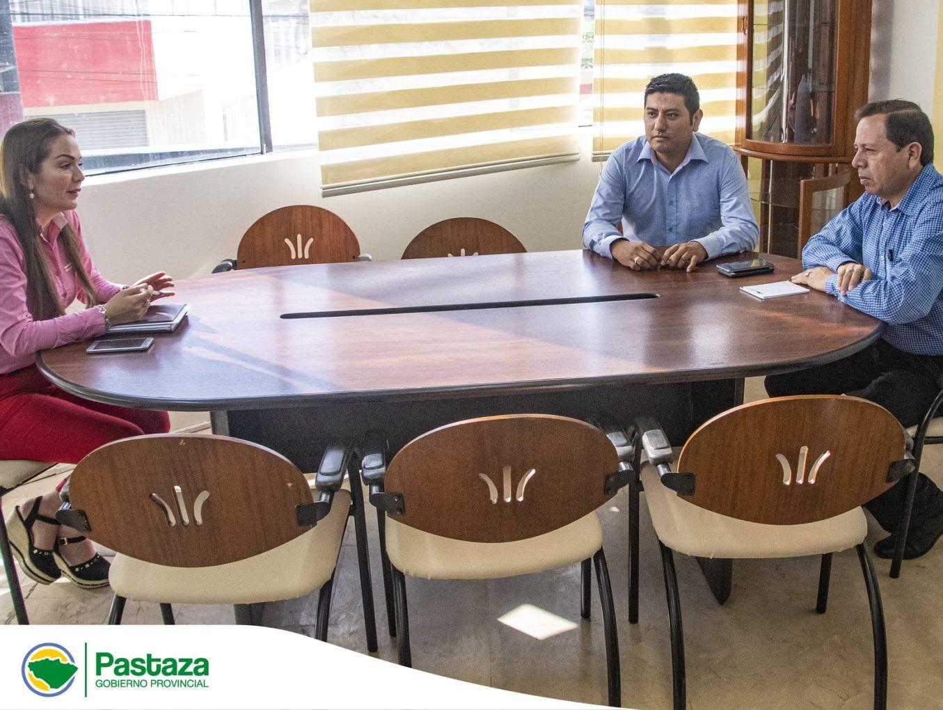 Prefecto de Pastaza recibe visita protocolaria de la Gobernadora de Pastaza.
