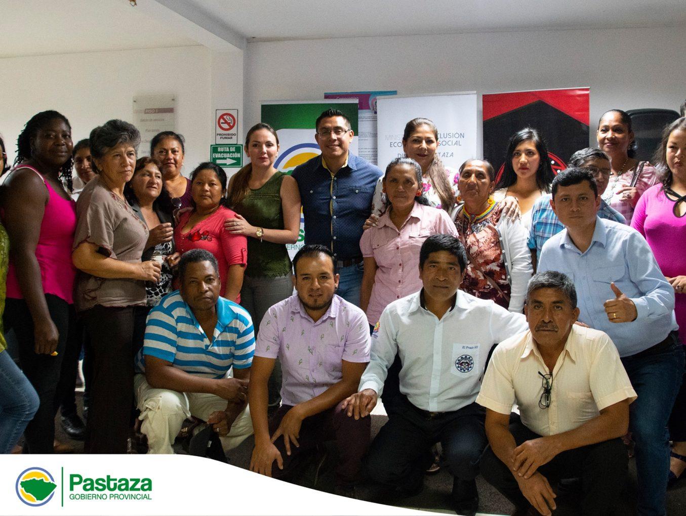 Emprendedores agradecen al Prefecto Jaime Guevara por el apoyo brindado en la Feria de la parroquia 10 de Agosto