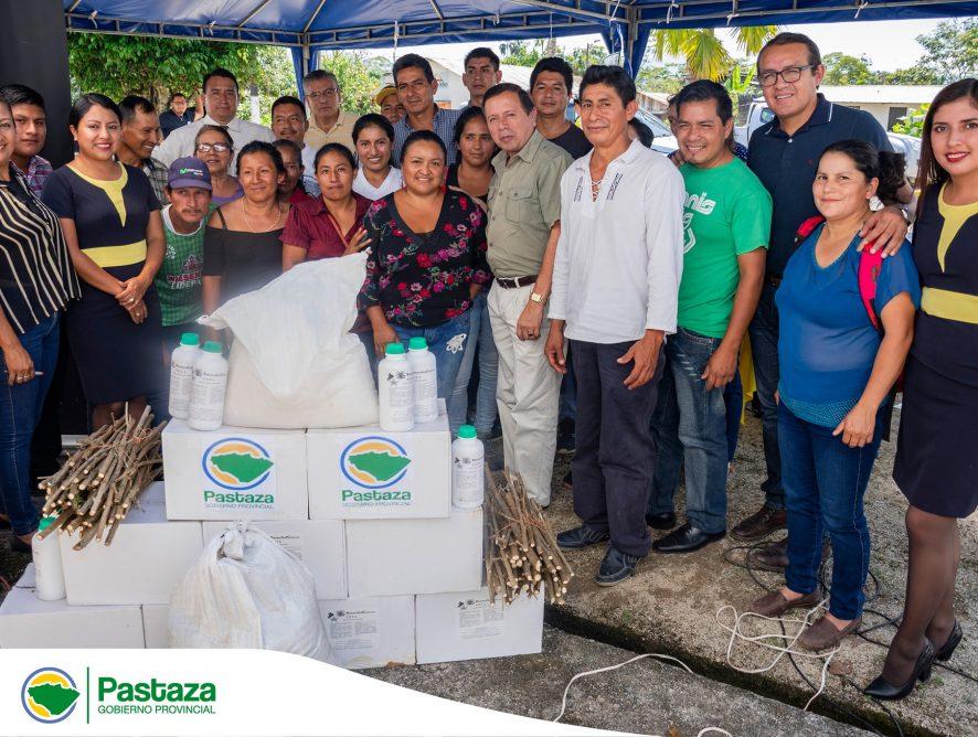 Entrega de insumos orgánicos a 20 familias para la implementación de semilleros de pastos.