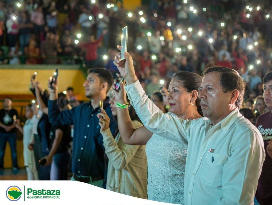 Jaime Guevara, Prefecto Provincial compartió una noche de alabanza y adoración junto a miles de ciudadanos.