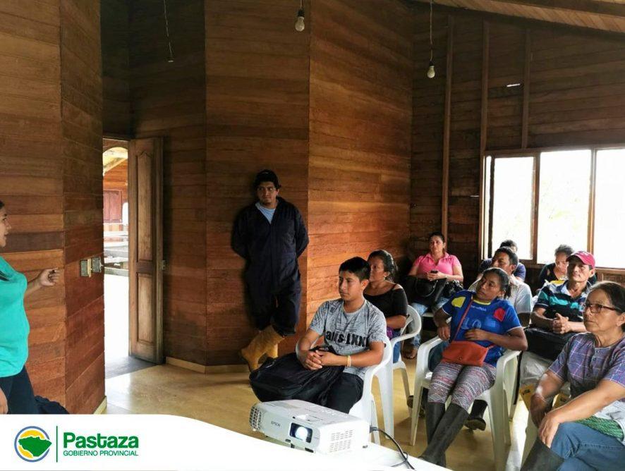 Técnicos del Gobierno Provincial de Pastaza capacitan a 14 ganaderos.