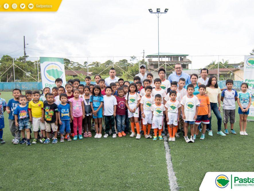 Prefectura de Pastaza realizó la entrega de indumentaria deportiva en parroquia Tarqui.