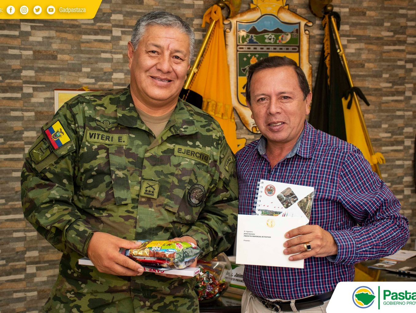Comandante de la Brigada de Selva 17 Pastaza visitó el despacho de Prefectura.