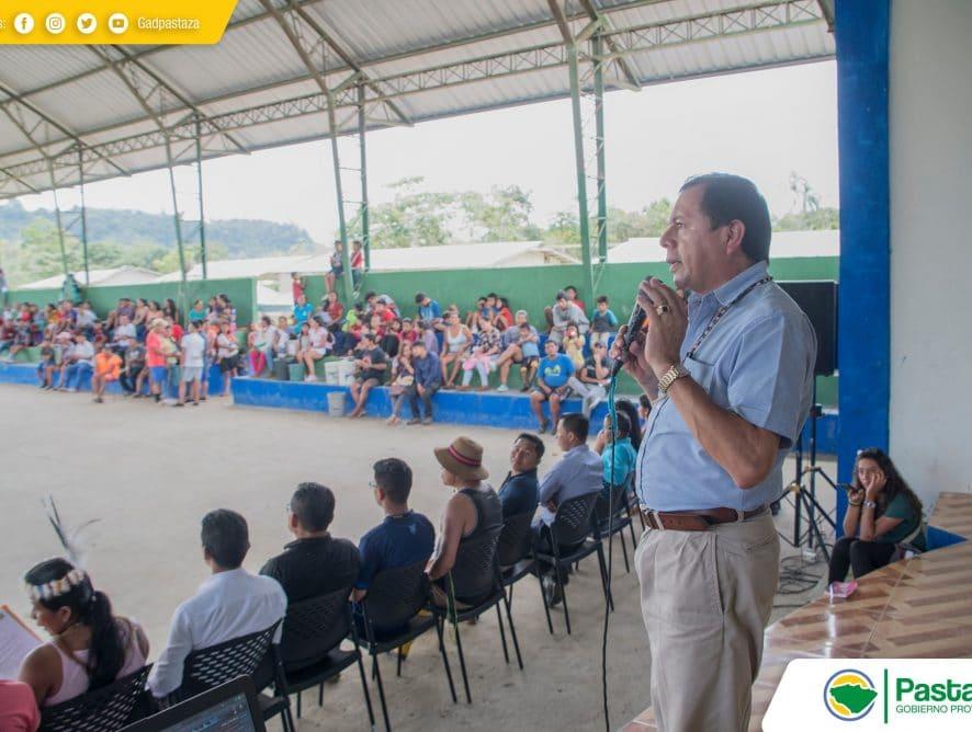 Sesión solemne de la comunidad waorani de Tañampare.