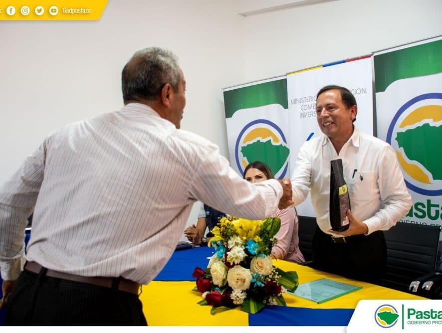 Entrega de marcas corporativas a seis emprendimientos de la provincia de Pastaza.