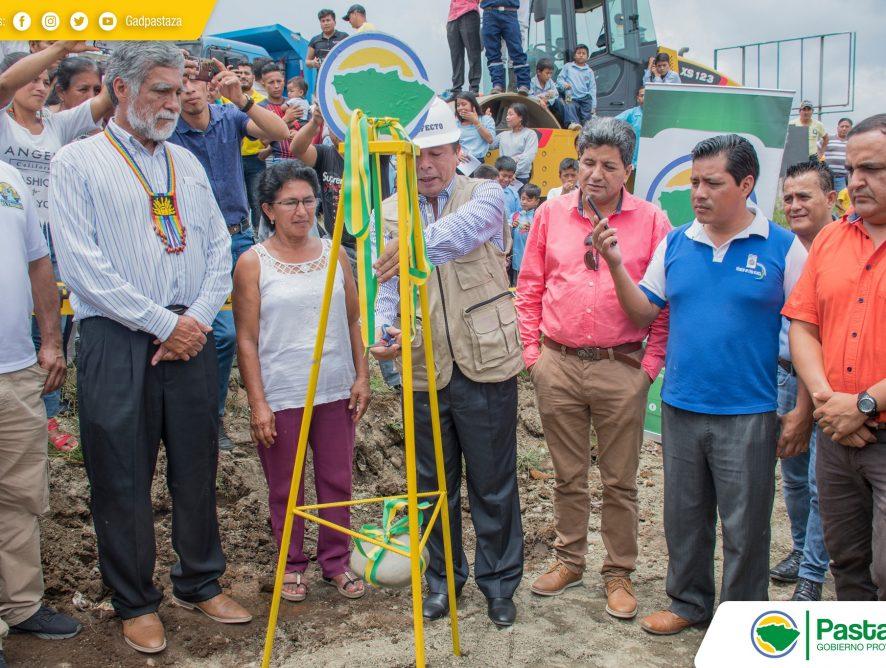 El Prefecto de Pastaza, Ing. Jaime Guevara, oficializó el inicio de los trabajos de asfaltado del camino vecinal Km14 vía Puyo-San Ramón-Km31 vía al Tena.