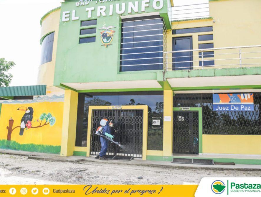 desinfección preventiva en los exteriores de las instalaciones del GAD Parroquial El Triunfo.
