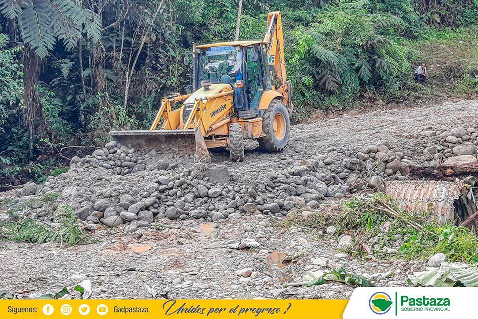 Prefectura de Pastaza realizó mantenimiento en la vía Chicocopataza-Villaflora.