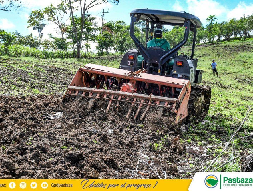 La Prefectura de Pastaza, retomó los trabajos de construcción de plataformas agrícolas.