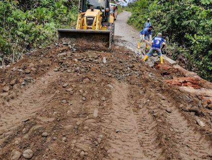 Realizamos trabajos de reconformación de vía en el sector Chitata.