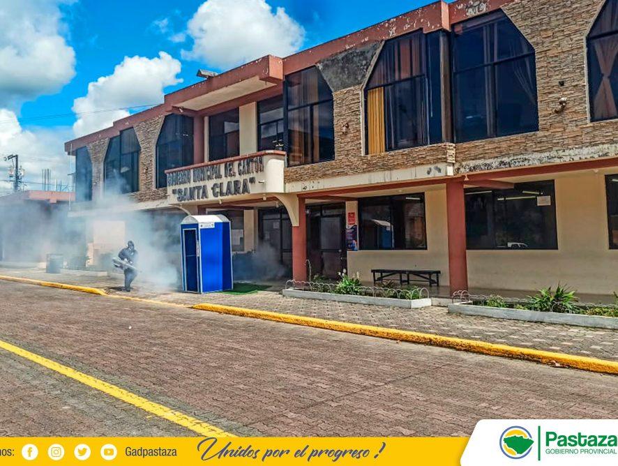 Desinfección preventiva se realiza en GAD Municipal de Santa Clara.