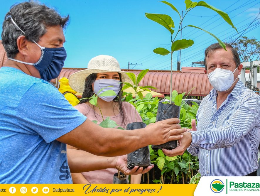 Prefectura entregó alevines y plantas frutales a productores de Veracruz.
