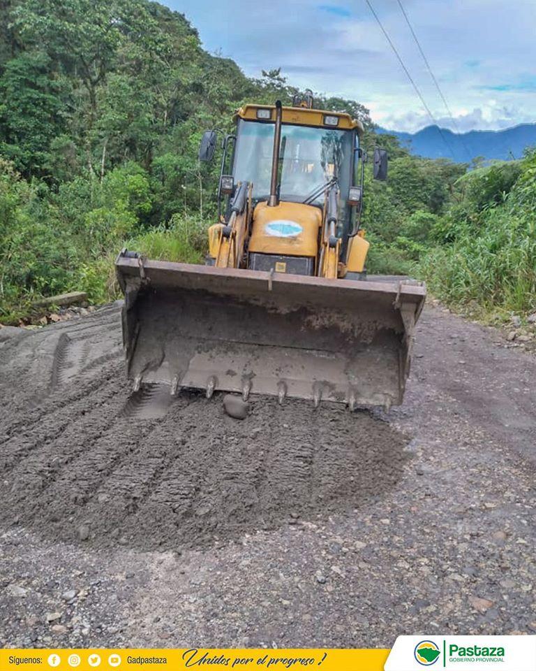 Realizamos mantenimiento vial en el cantón Mera