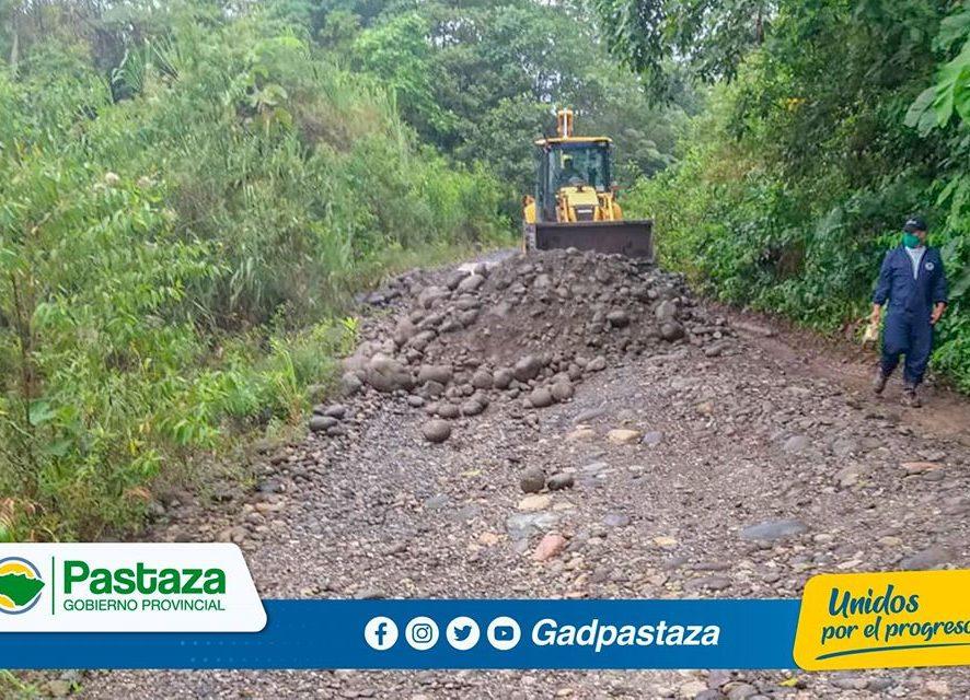 Trabajamos en la reconformación de la vía Atacapi-Liquino!