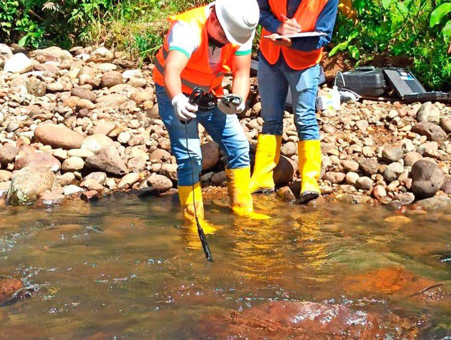 DGA, realizan trabajos de monitoreo de la cantidad y calidad del agua en la microcuenca del río Puyo