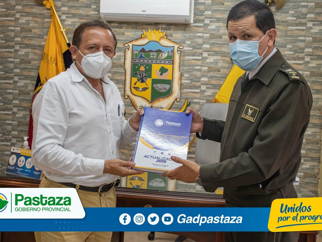 Nuevo Comandante de la Policía, Subzona Pastaza, es recibido en el despacho de Prefectura