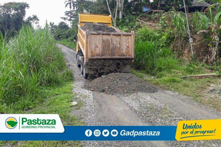 Trabajos de mantenimiento  vial se realiza en el tramo Taculín-Bobonaza