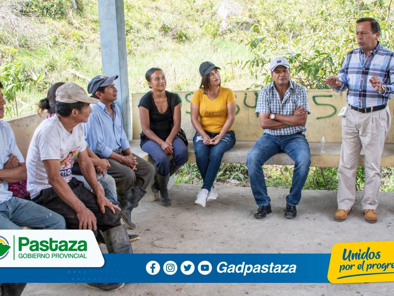¡Prefecto acudió a una reunión de trabajo con moradores de la colonia Simón Bolívar!