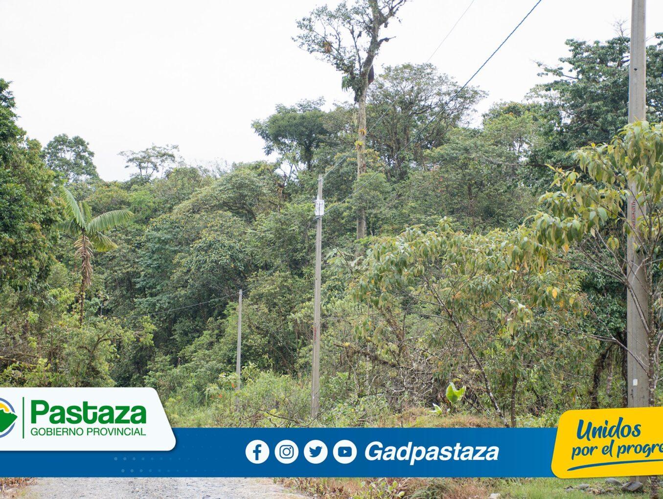 Prefecto, entregó proyecto de electrificación en la de la Colonia Isidro Ayora.
