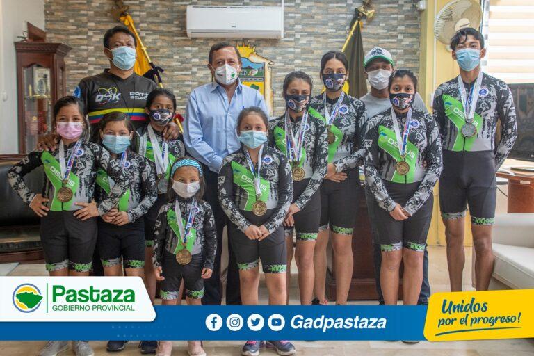 """Integrantes del Club """"kids Skate"""" Patinaje Puyo agradecieron al Prefecto por el apoyo al deporte"""